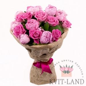 букет из розы и пионов