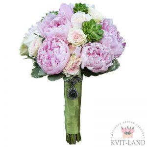 пион и пионовидная роза в букете