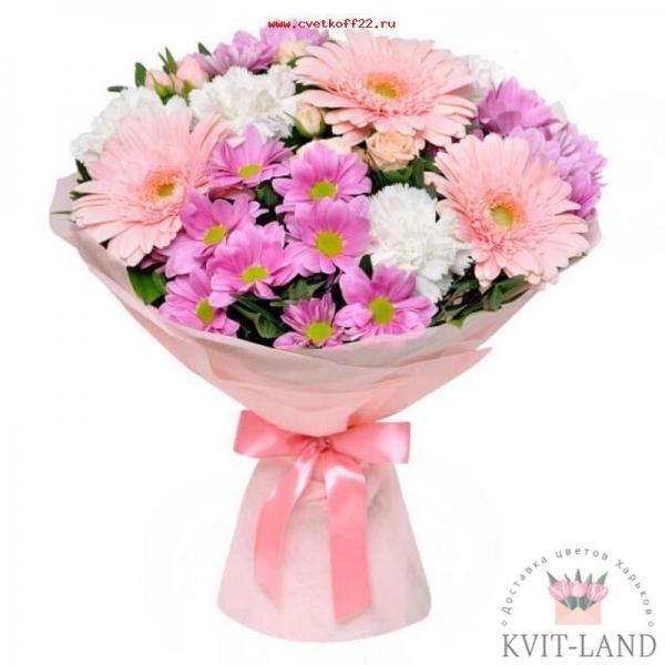 розового цвета букет в упаковке