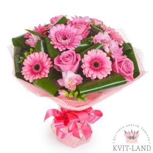 розовая гербера и роза в букете