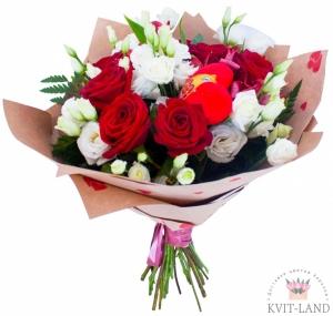 роза с эустомой в букете