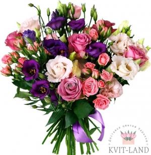 красивый букет из эустомы и роз