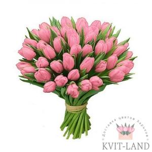 розовый тюльпан в букете