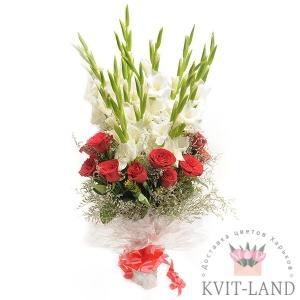 гладиолус и роза в букете