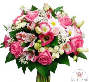 розовые цветы в букете