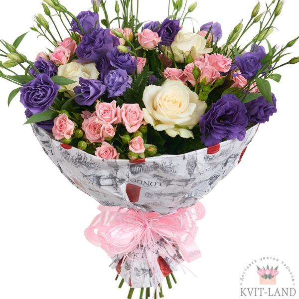 букет из цветов в упаковке