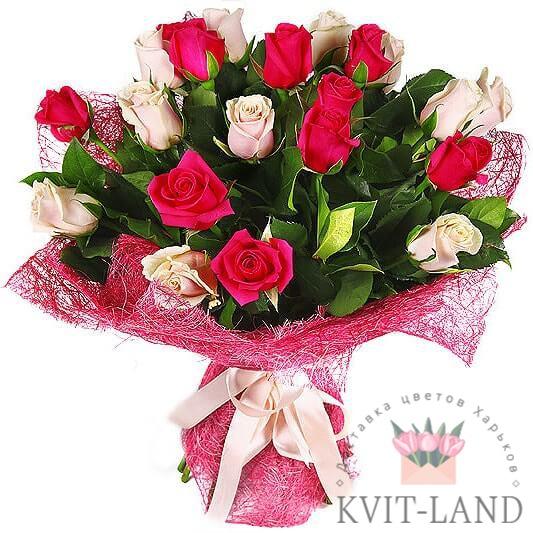 розы в букете в упаковке