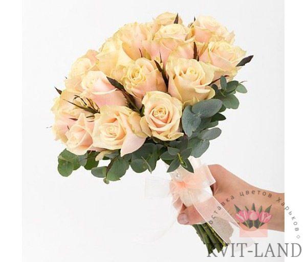 свадебный букет из кремовой розы