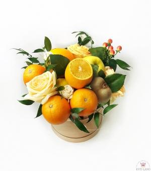 фруктовая композиция в шляпной коробке