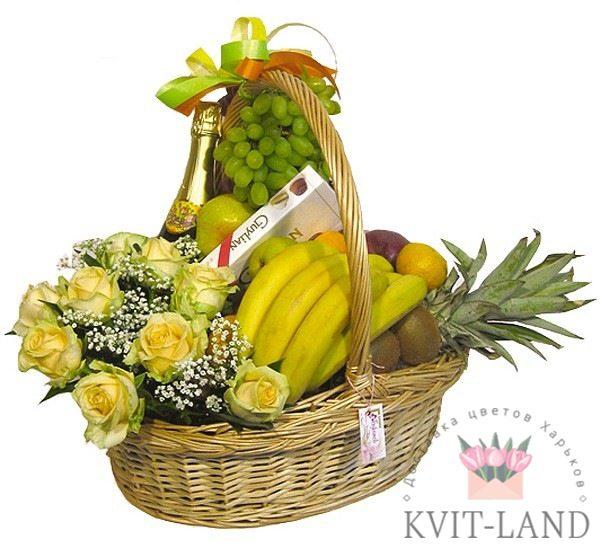цветы с фруктами в корзине