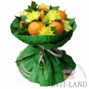 апельсин с хризантемой в букете