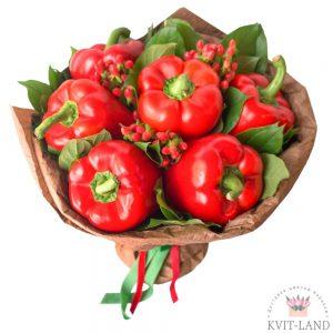 перец и ягоды в букете