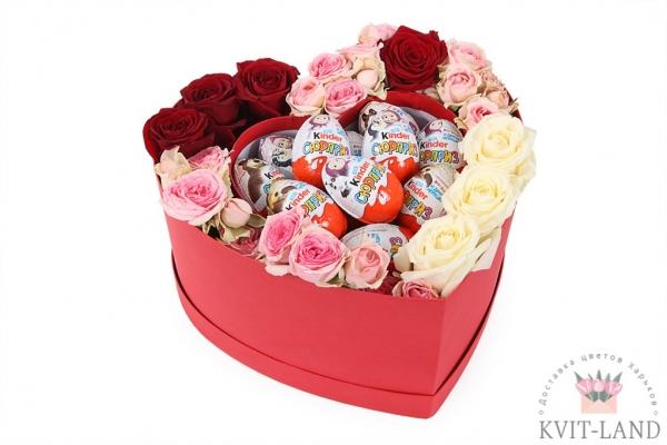 цветы с конфетами в коробке сердце
