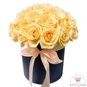 круглая коробка с кремовой розой