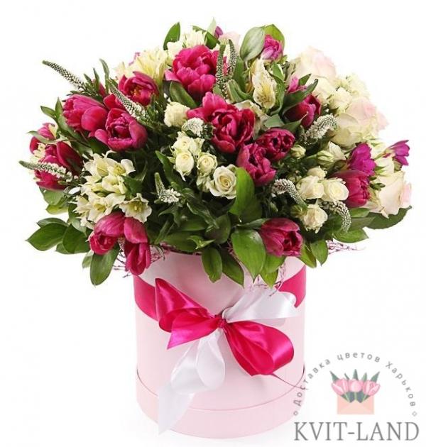 шляпная коробка с букетом цветов