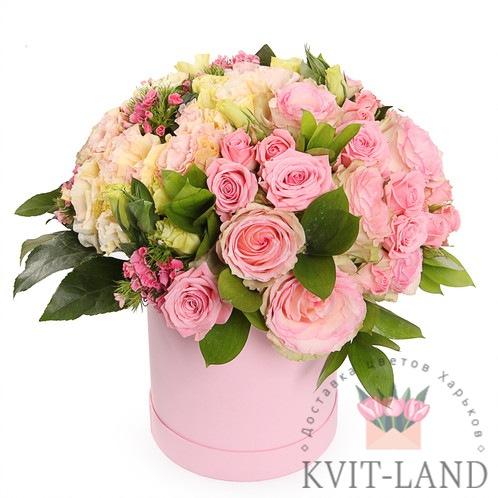 круглая коробка с розовыми цветами