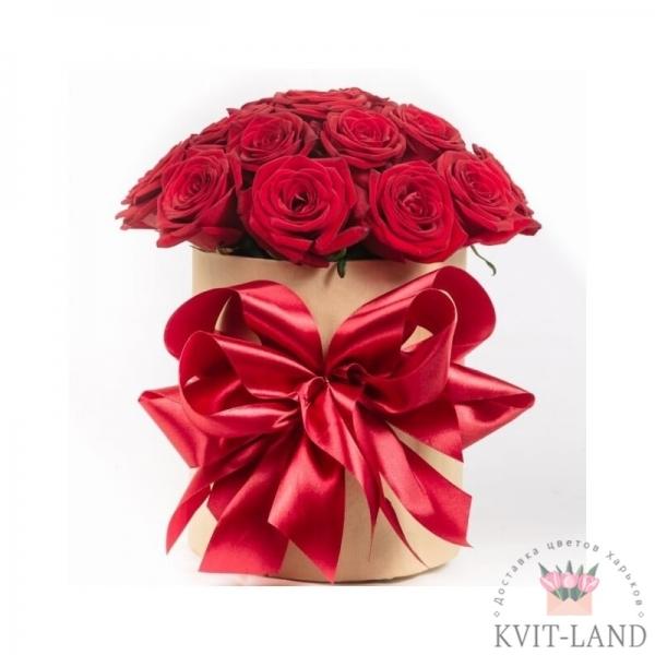 красная роза в круглой коробке