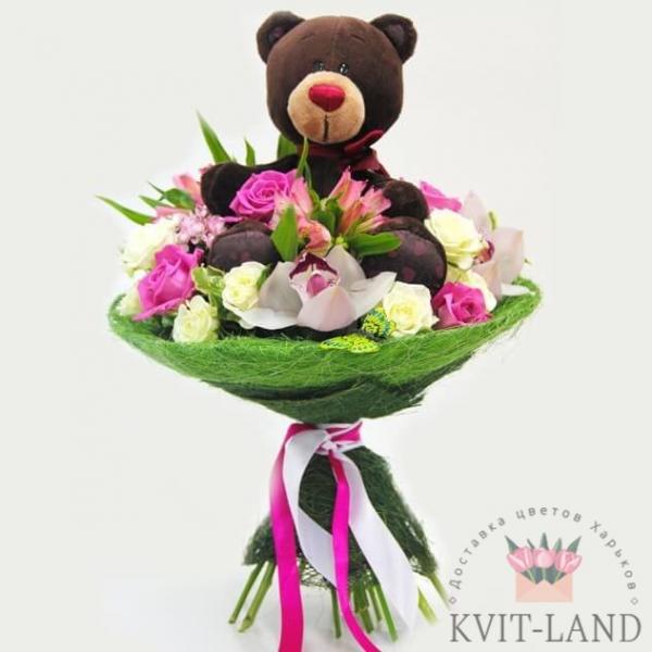 букет цветов с игрушкой мишка