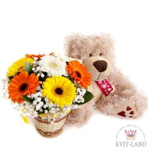корзина цветов с мягкой игрушкой