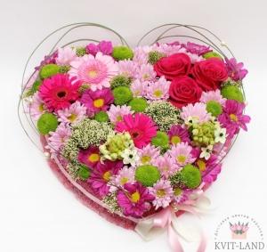 большое сердце из цветов