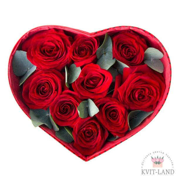 красная роза в коробке сердце