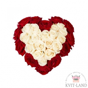 из кремовой и красной розы сердце