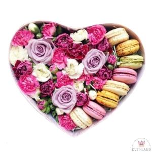 композиция с макарунами и цветами