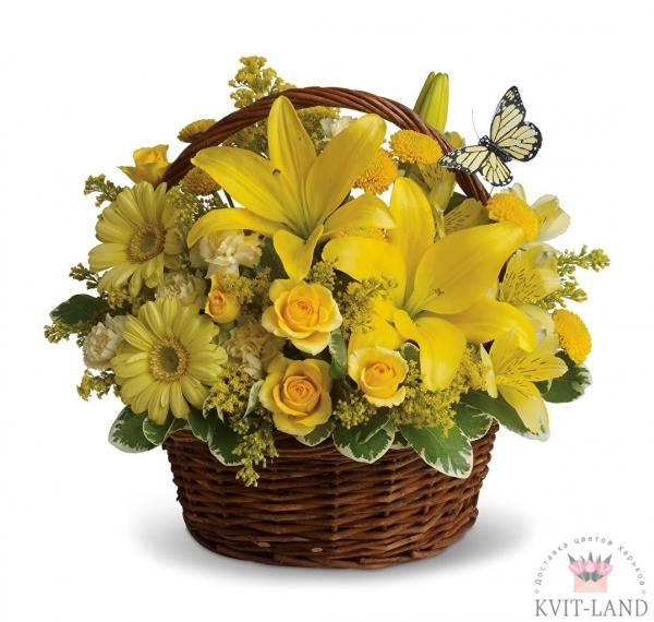 желтая композиция в корзине