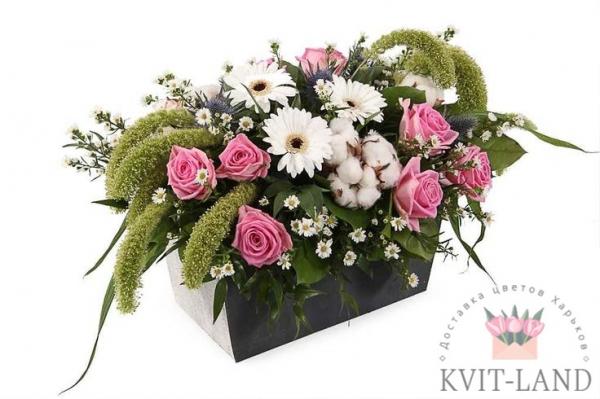 в кашпо букет цветов
