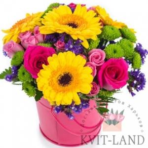 декоративное ведро с букетом цветов