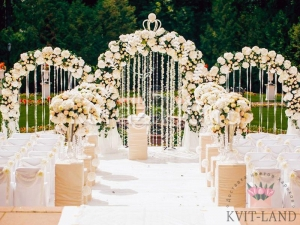 украшение цветами зоны церемонии
