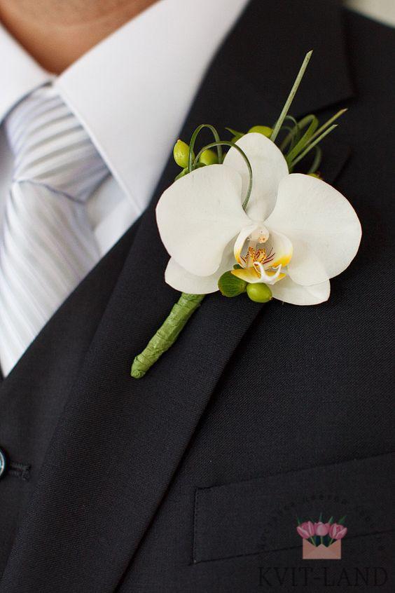из белой орхидеи бутоньерка