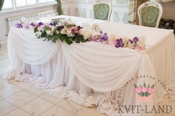 украшение цветами стола невесты