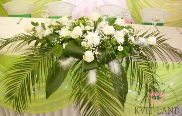цветочное украшение банкетного стола