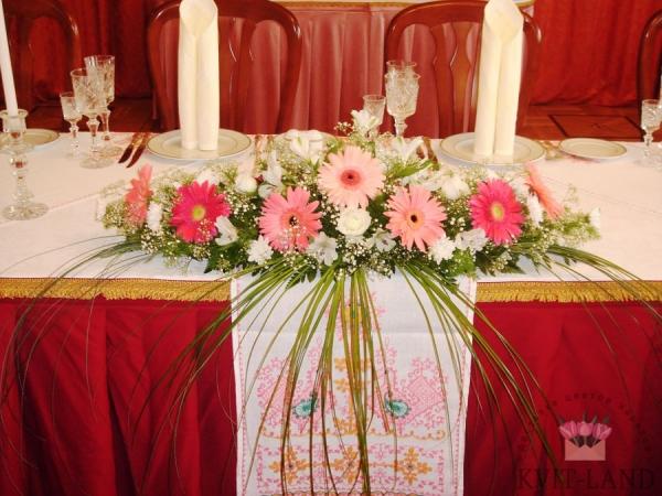 цветочное оформление банкетного стола