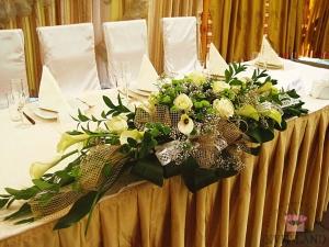 банкетный стол украшение цветами