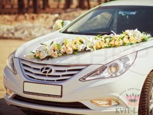 украшение цветами авто на свадьбу