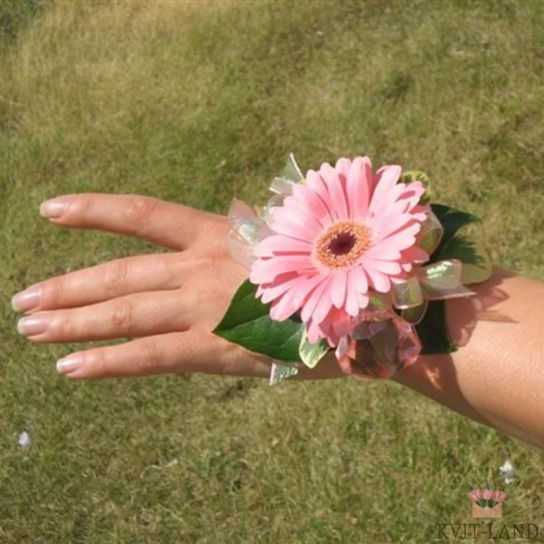 браслет невесты и герберы