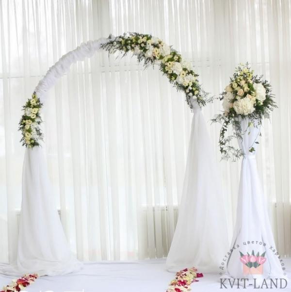 декорированная свадебная арка