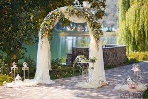 цветы на арке свадебной