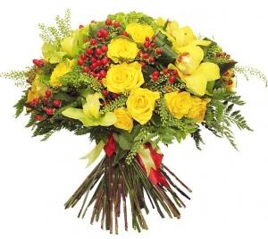 букет гиперикум желтая роза