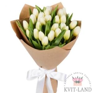 белый тюльпан в букете