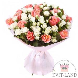 красивая роза в букете