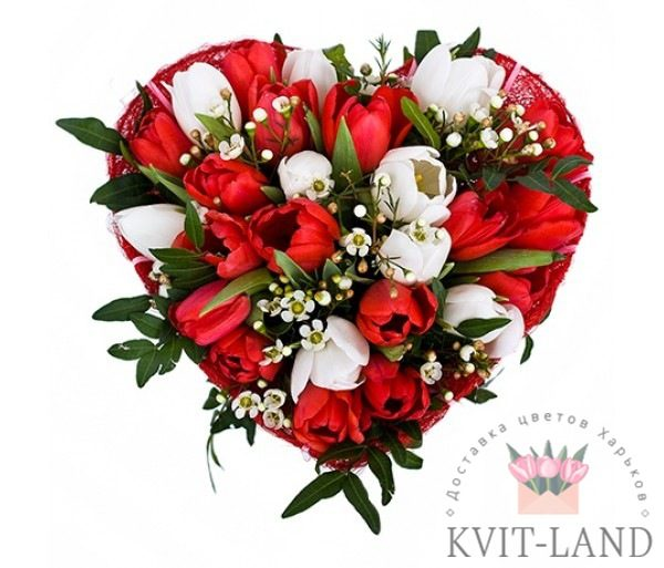 сердце из цветов в каркасе
