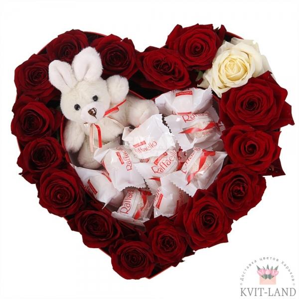 конфеты розы в каркасе сердце