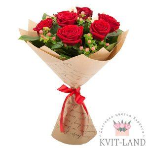 красные роза в упаковке