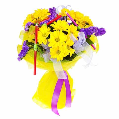 карандаши и цветы в букете