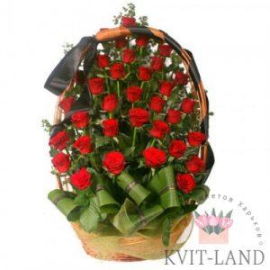 траурная корзина с красной розой