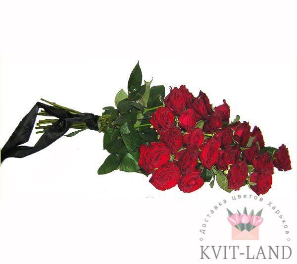 красные розы трурный букет