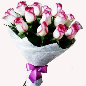 букет бело-красных роз